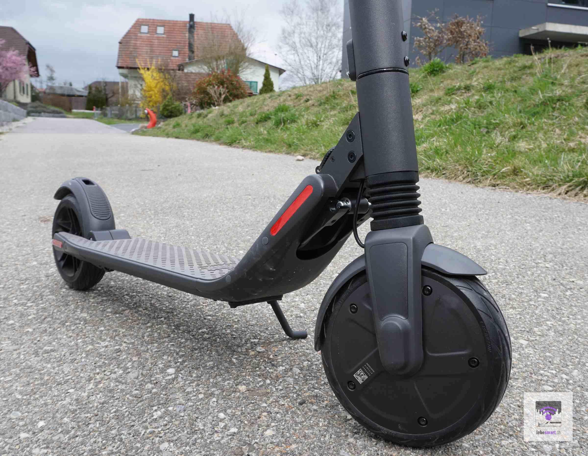 Der E-Scooter aufgestellt