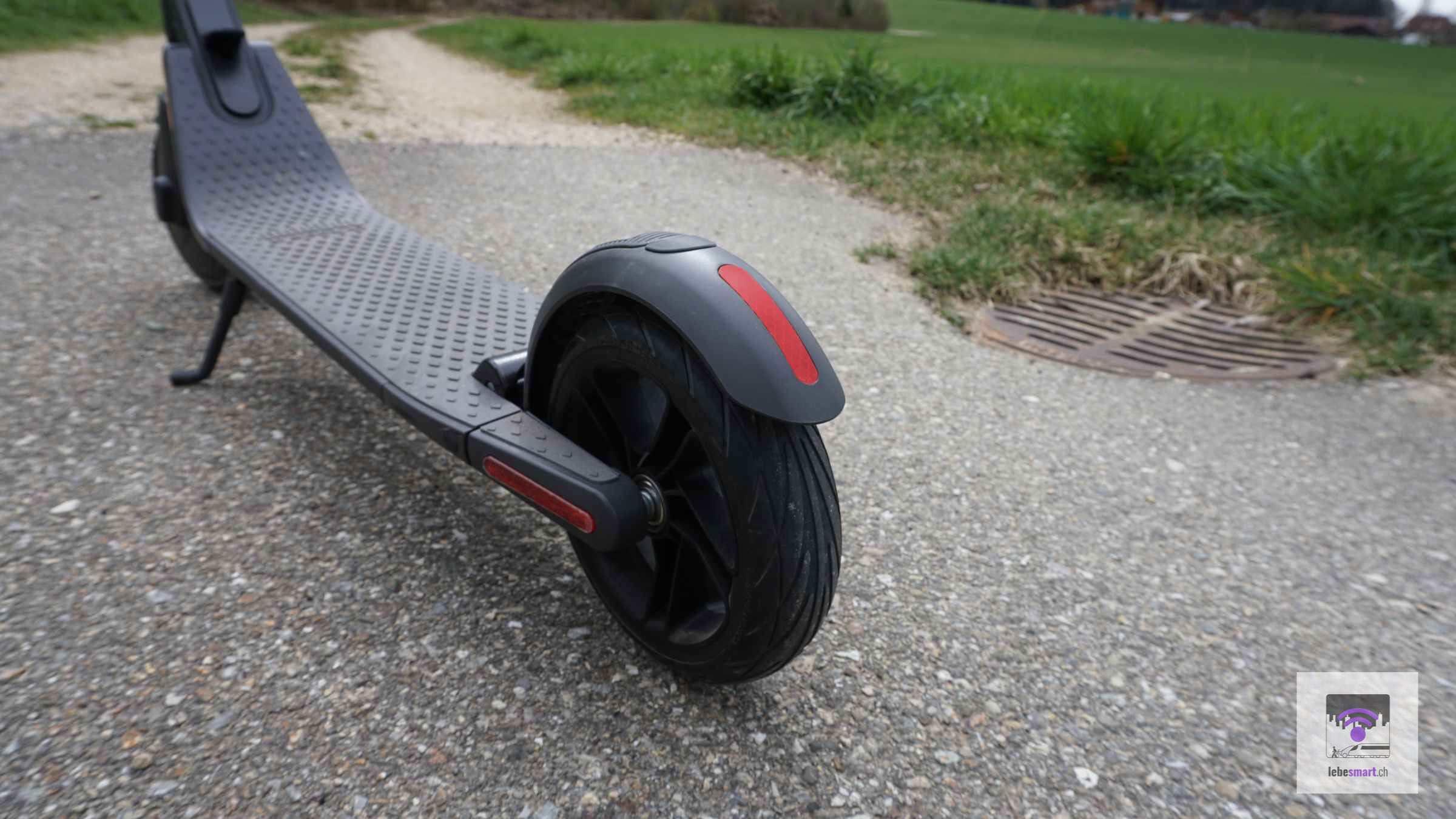 Die Stehfläche und das Hinterrad
