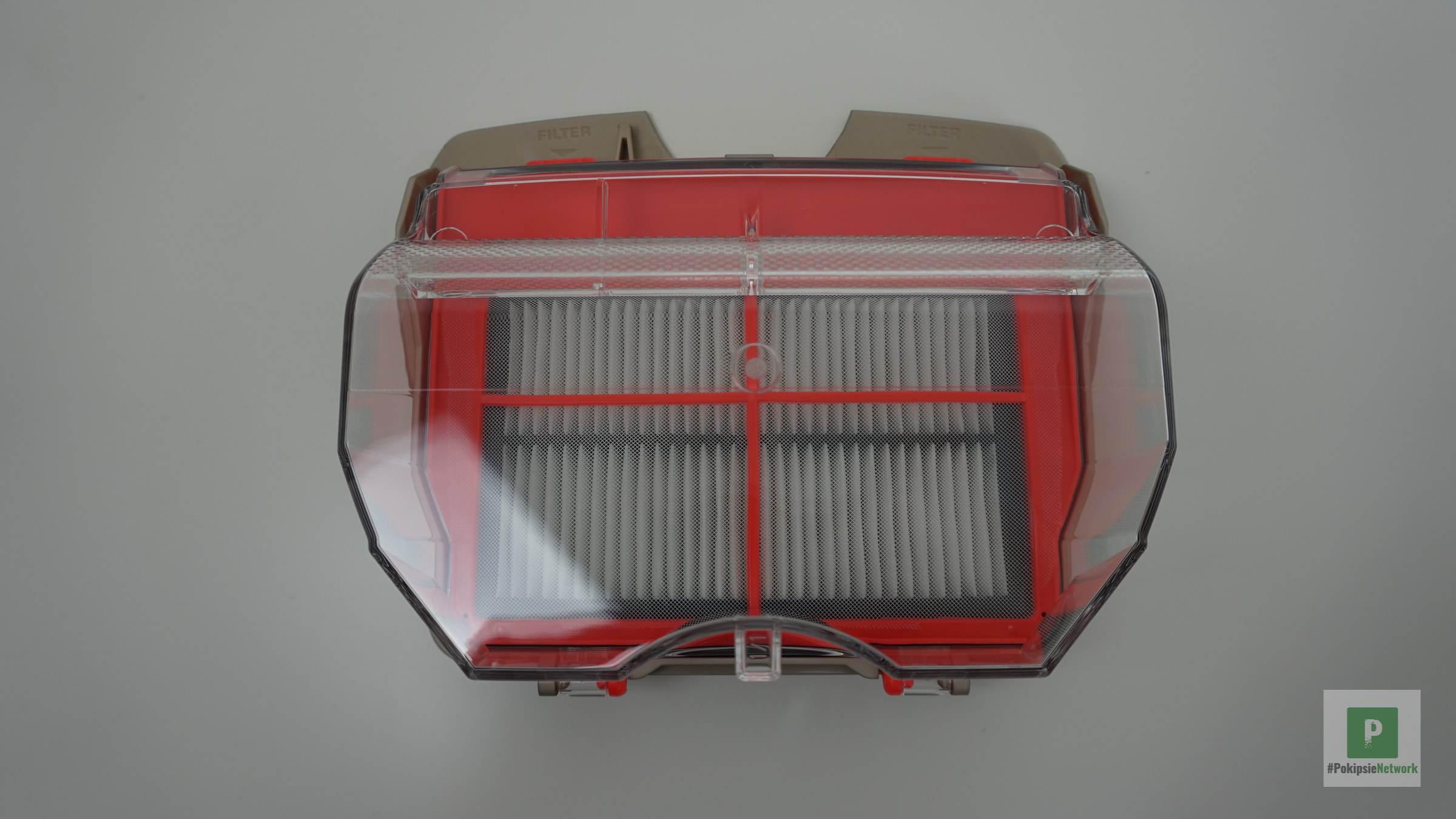 Der Staubbehälter mit Filter